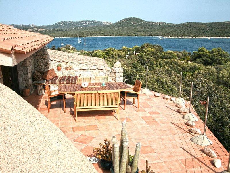 Villa la Tulipe  - Parel aan de Golf van Figari -100m van strand - 8000 m-2 tuin, holiday rental in Pianottoli-Caldarello