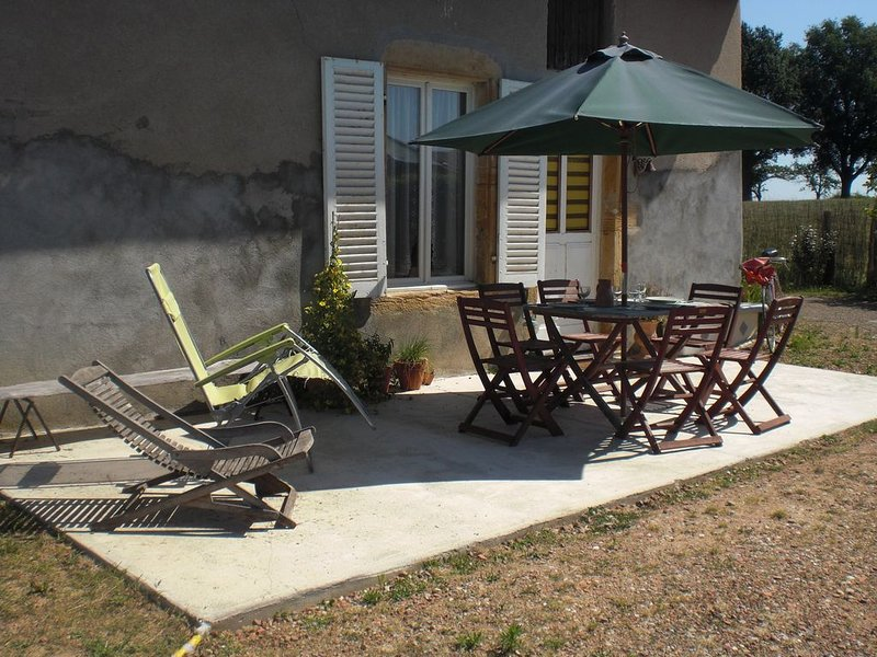 gîte de la colline chenay le chatel, holiday rental in Pouilly-sous-Charlieu