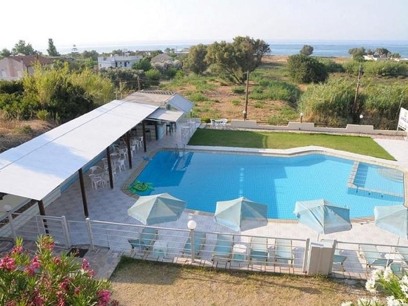 Andys Gardens Hotel We'll Make You Feel at Home Far Away From Home, vacation rental in Gerani