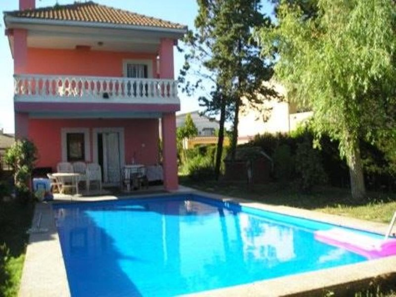 Chalet  con piscina privada y wifi, aluguéis de temporada em Province of Zaragoza