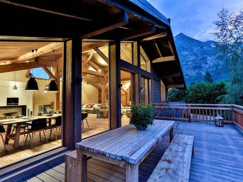 Chamonix, Magnifique Chalet pour 10, 5* , sauna, accès à pied ski, Golf, holiday rental in Les Praz-de-Chamonix