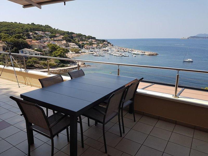 Appartement dans villa directement au bord de mer - Vue magnifique, casa vacanza a Le Pradet