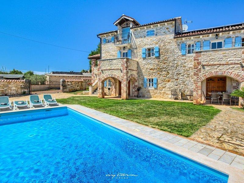 Luxurious countryside villa near Porec, holiday rental in Kirmenjak