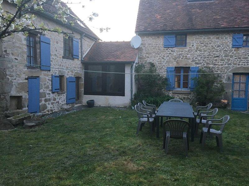 Pretty blue shutters, holiday rental in Lourdoueix Saint Pierre