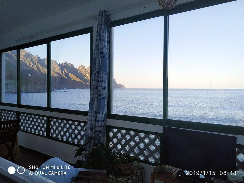Apartamento en 1° linea de playa vistas panoramicas al mar & montañas, holiday rental in Taganana