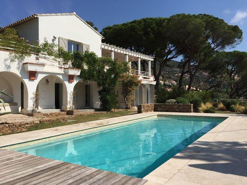 Superbe villa vue mer entièrement renovée avec piscine et jardin paysagé – semesterbostad i Bormes-Les-Mimosas