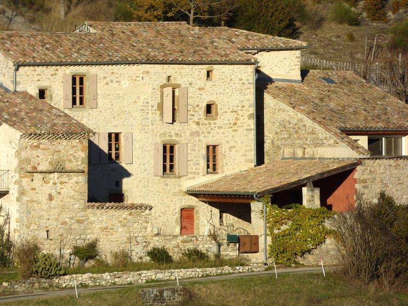 Les Nuits du Taris, Demeure de caractère dans la Drôme, holiday rental in Bourdeaux