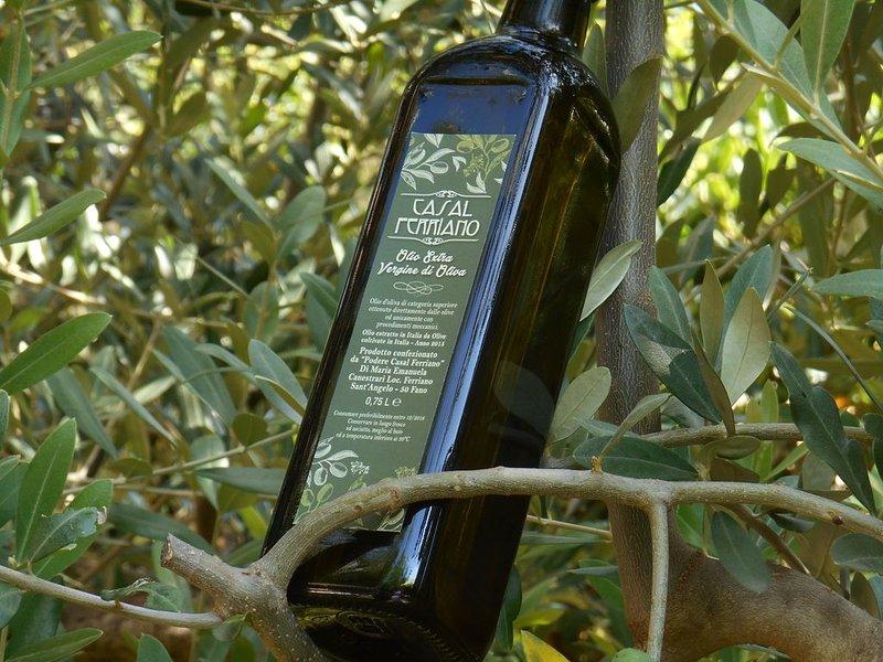 Una botella de nuestro sublime aceite de oliva virgen extra