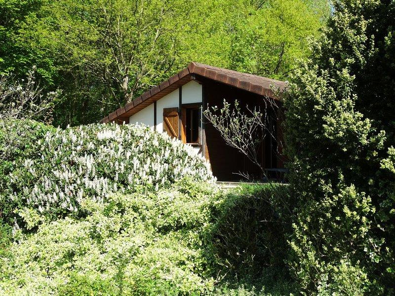LE FAY : Chalet (Colvert) en bord d'étang en pleine nature, location de vacances à Geruge