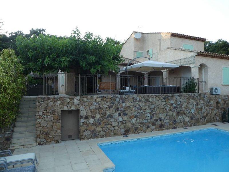 Maison au calme à 5mn d'un petit port provençal et des plages, holiday rental in Carqueiranne