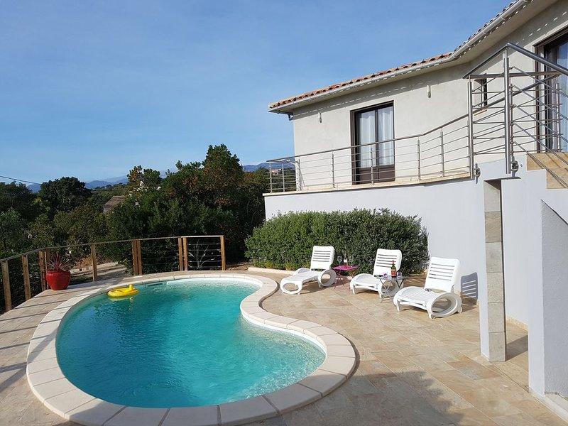 Villa spacieuse, au calme, proche mer montagne, draps, serviettes, ménage inclus, alquiler de vacaciones en Sainte Lucie de Porto-Vecchio