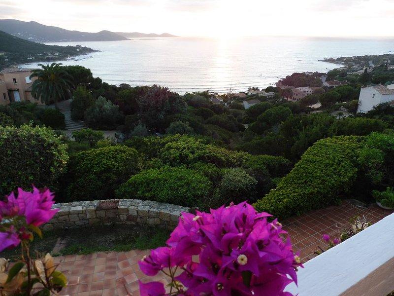 Maison  avec   terrasse et  jardin ombragé     très belle vue, location de vacances à Pietrosella
