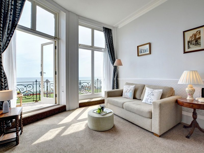 Adelaide Mansions I - One Bedroom Apartment, Sleeps 2, casa vacanza a Hove