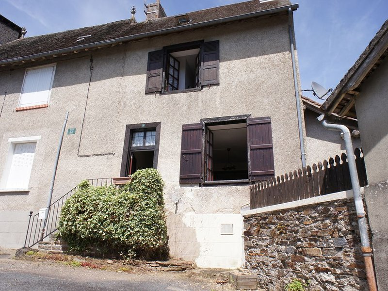 Lovely, no fuss house in walking distance of all amenities., vacation rental in Segur-le-Chateau