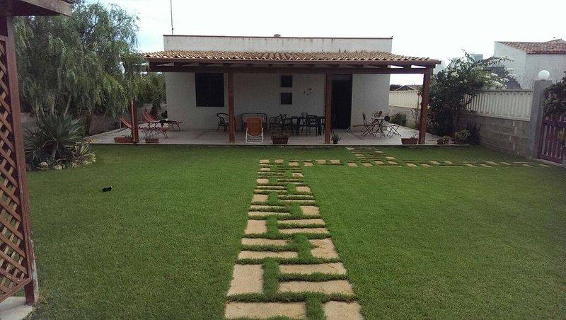Villa Rosangela a 80 metri dal mare, holiday rental in Granelli