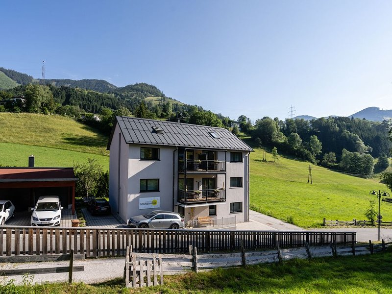 Spacious Apartment in Sankt Georgen with Balcony, vacation rental in Bruck an der Grossglocknerstrasse