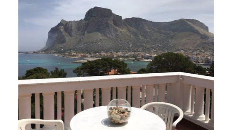 Terrazza sul GolfoSole siciliano , relax, mare cristallino, panorama mozzafiato, location de vacances à Sferracavallo
