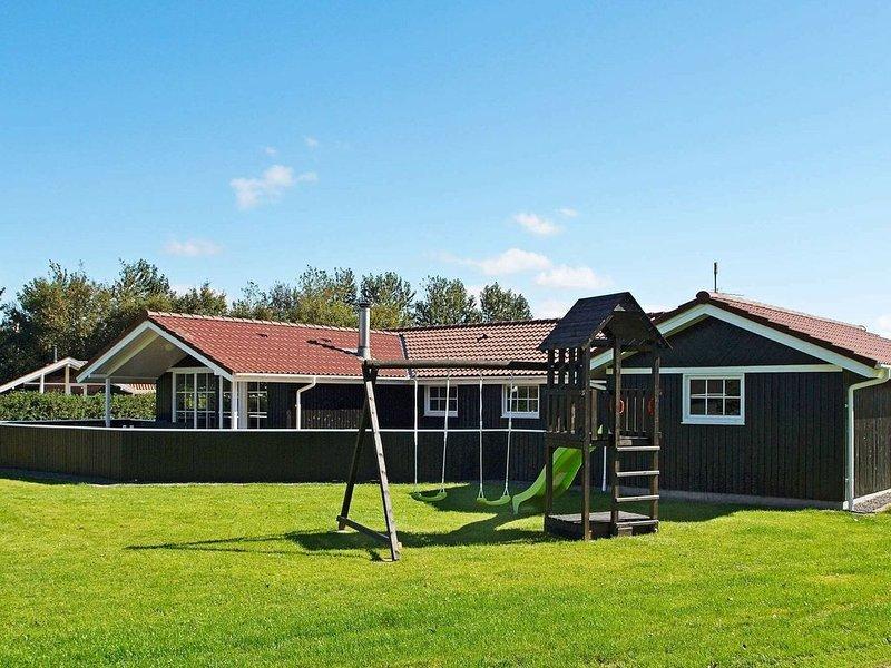 Refined Holiday Home in Hemmet with Sauna, aluguéis de temporada em Skjern