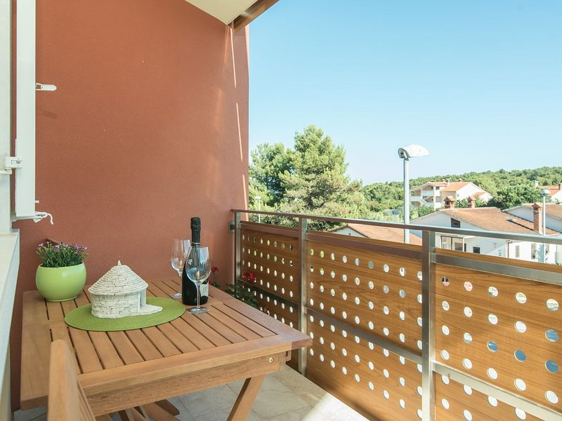 Newly furnished apartment in Ližnjan 5 min walk from the beach, aluguéis de temporada em Liznjan