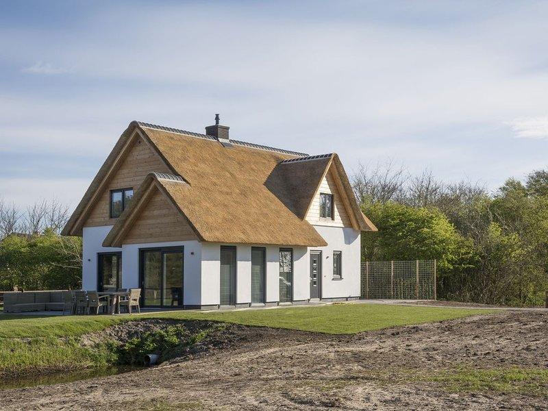 Ritzy Villa in De Cocksdorp Texel with Sauna, location de vacances à Den Burg