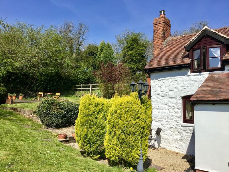 Beautiful and Quiet Rural hideaway for two near Ludlow with stunning views, location de vacances à Ludlow