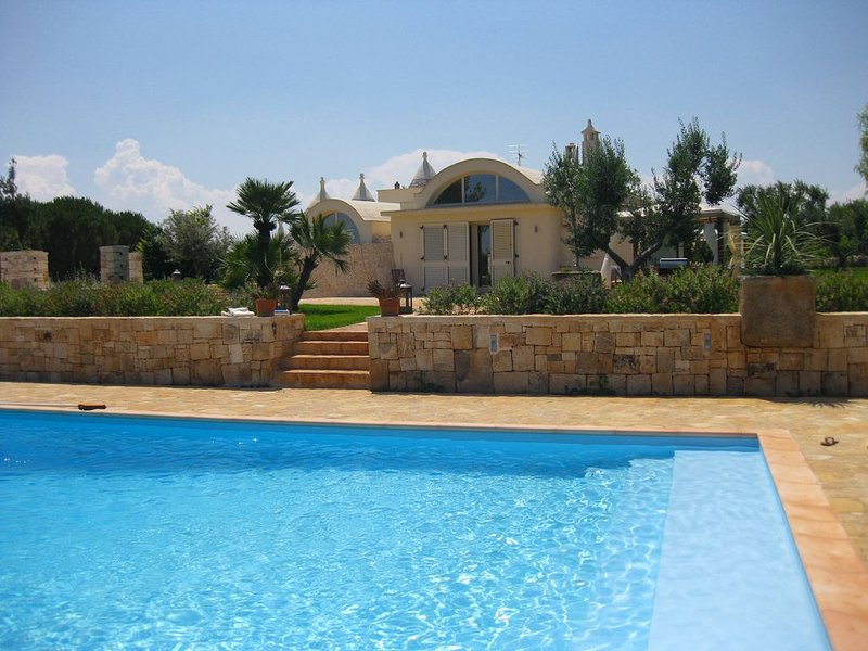 Stylish luxury, beautiful pool, great location, aluguéis de temporada em Ostuni