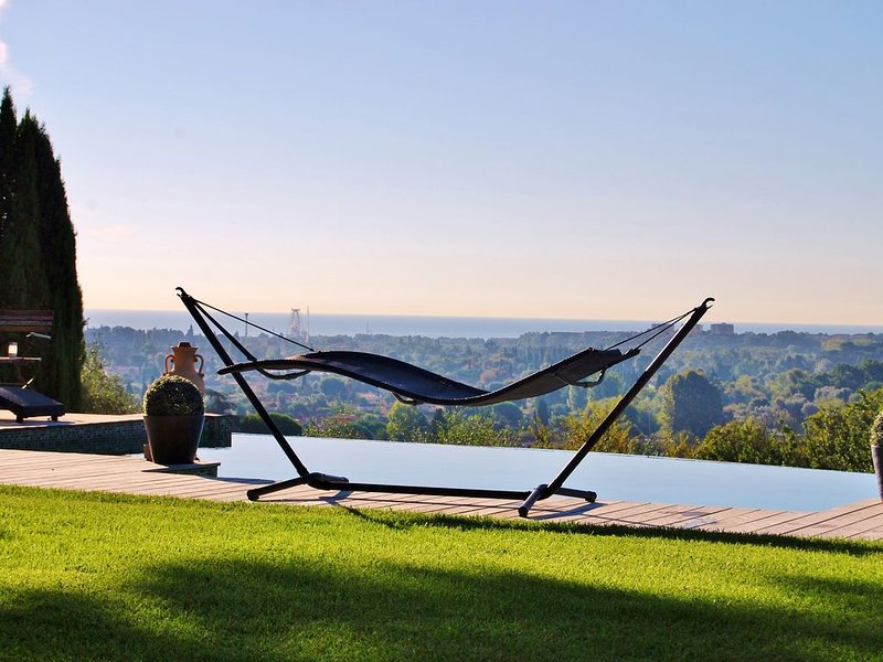 BIOT - Vue panoramique - 400m village  - 4 km Antibes/mer - Plain-pied, holiday rental in Biot