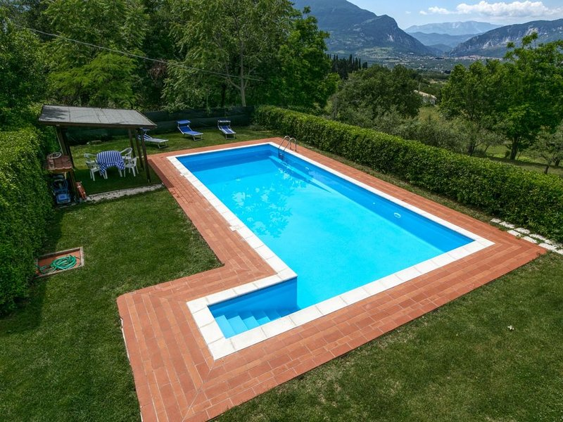 Nice Mansion in San Valentino in Abruzzo Citeriore with Pool, vacation rental in Bolognano