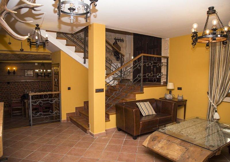 CASA RURAL DE FELIPE, para 16 personas y a 40 minutos de Madrid, location de vacances à Cabanillas del Campo