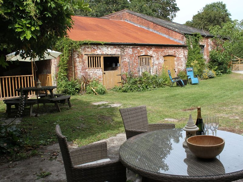 Private gardens with barn for table tennis