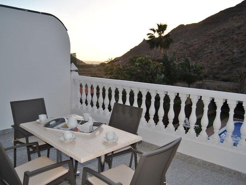 Mogan Sol, preciosos apartamentos con piscina a 3 km. de Puerto de Mogán., holiday rental in Las Burillas
