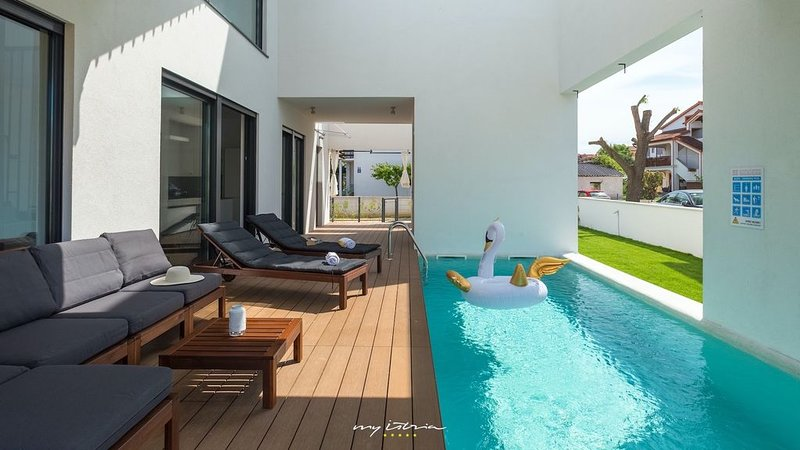 High-design villa with pool near Porec, vacation rental in Funtana