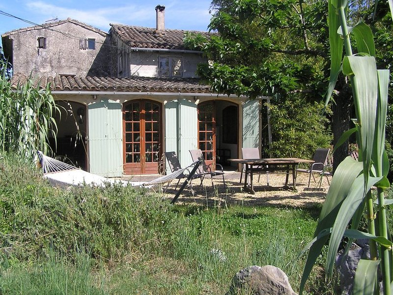 Spacious Bergerie Cottage, POOL, 3 Bedrooms, sleeps 5, its own shady garden,wifi, holiday rental in Brouzet-les-Quissac