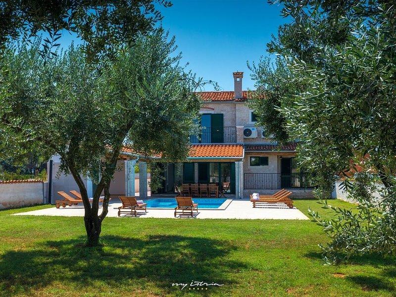 Superb villa near the sea in Pomer, location de vacances à Pomer