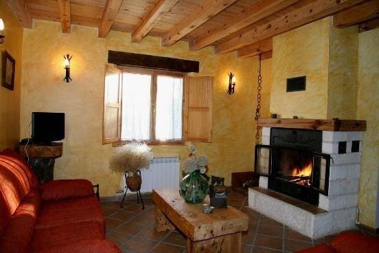Casa Rural Roblejimeno. Ideal para familias, amigos y reuniones de trabajo – semesterbostad i Buniel