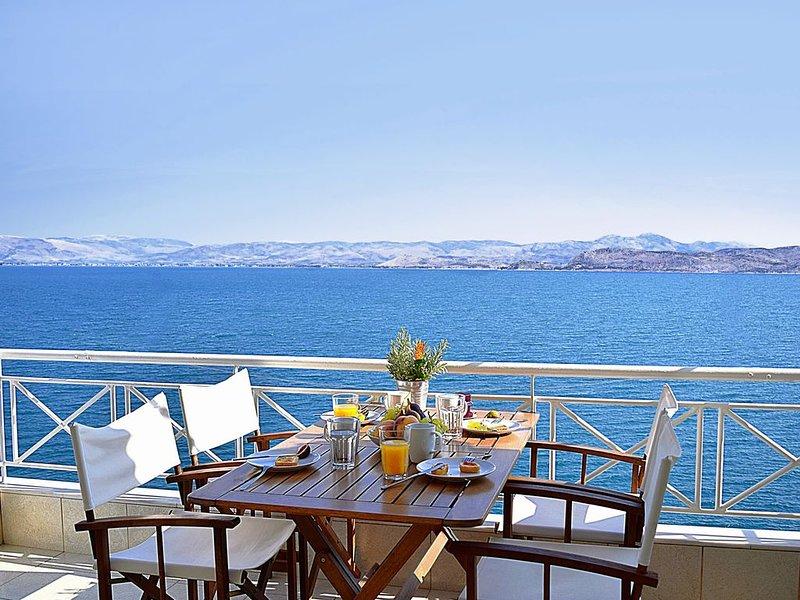 Waterfront Apartment | Unique sea view balcony, near Nafplio, Mycenae, Epidaurus, alquiler vacacional en Argolis Region