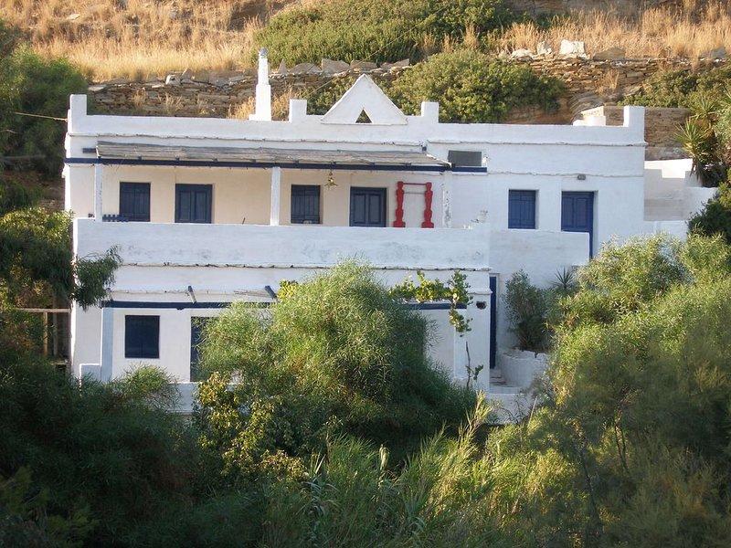Maison avec Vue mer et Plage, holiday rental in Milopotas