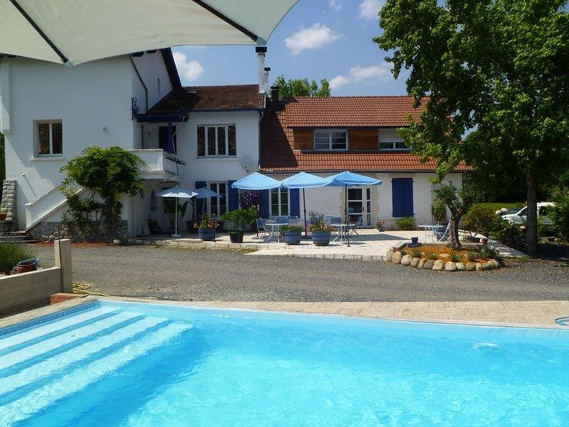 Gîte de groupe coocooning avec SPA et piscine, accessible PMR, 8-16pers, holiday rental in Lestelle Betharram