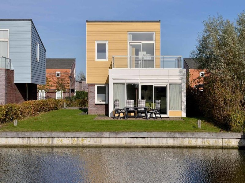 Island house with grass (play) field, green hedges and an open view., alquiler vacacional en Heijningen