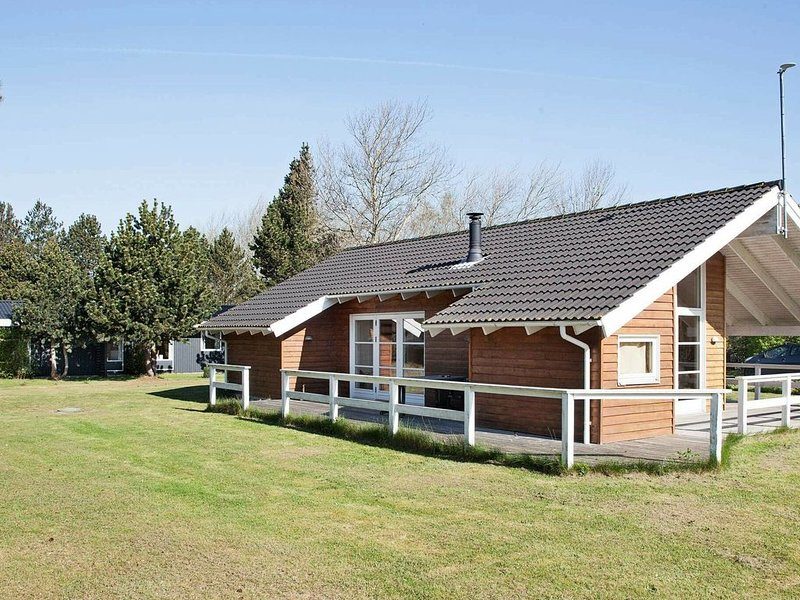Stylish Holiday Home in Rødby with Indoor Whirlpool, location de vacances à South Zealand