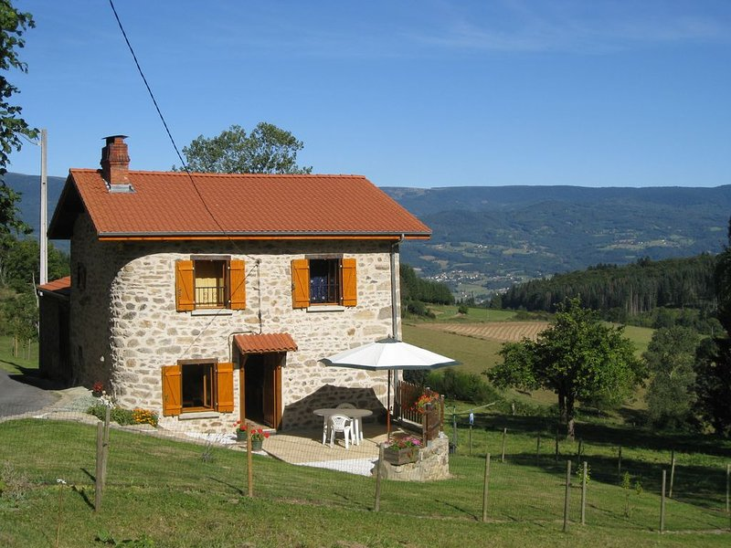 charmante petite maison, vacation rental in Olliergues
