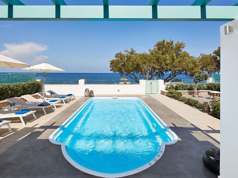 R106 Beach Villa Daily Maid Serv.Breakfast Incl. Sea Views with Private Pool, vacation rental in Monolithos
