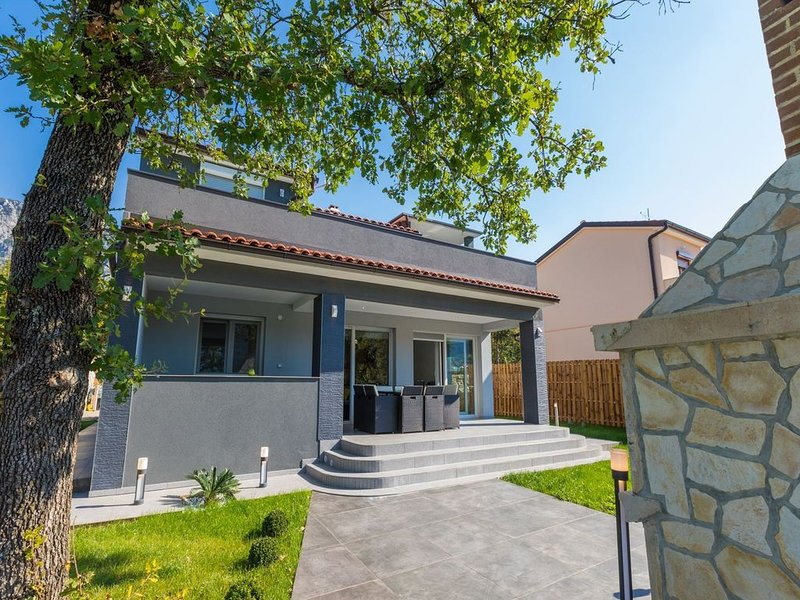 Modern holiday home with private pool and mountain view !, vacation rental in Crikvenica