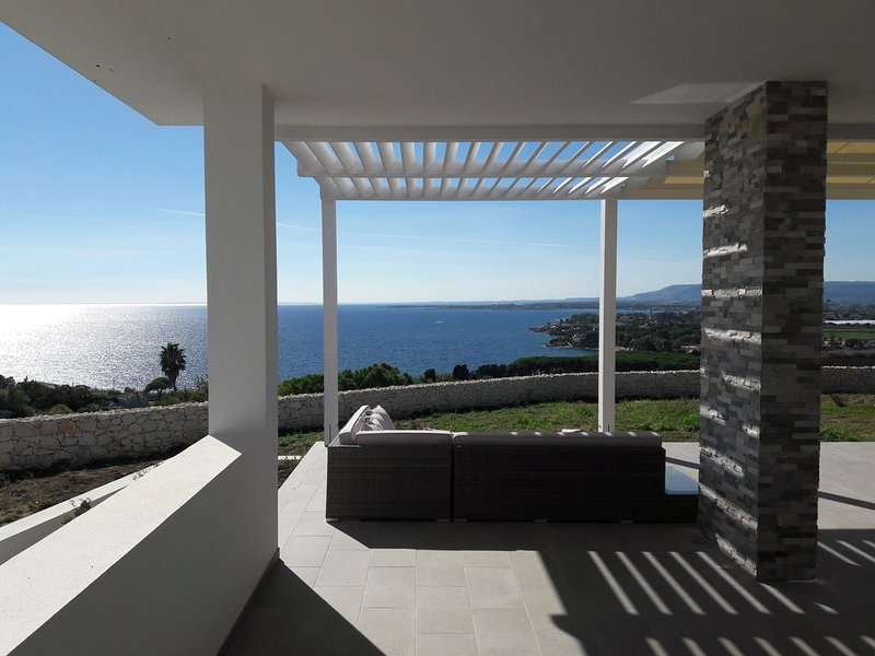 Timeless: Villa Indipendente con vista Panoramica nel cuore del Plemmirio, location de vacances à Plemmirio