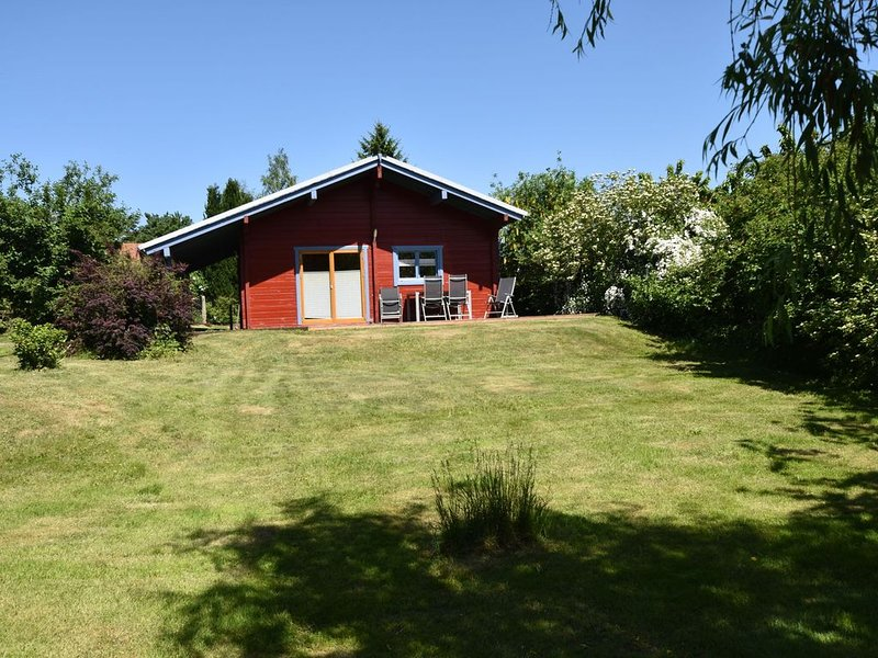 Lovely Holiday Home in Kropelin with Sauna, holiday rental in Kroepelin