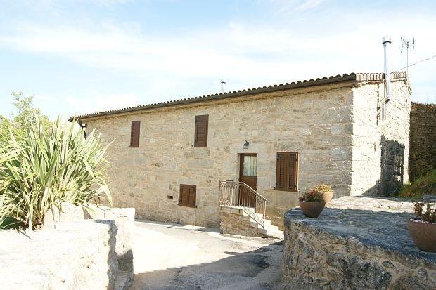 Casa rural (alquiler íntegro) A Eira da Laxe para 8 personas, vacation rental in Ricovanca