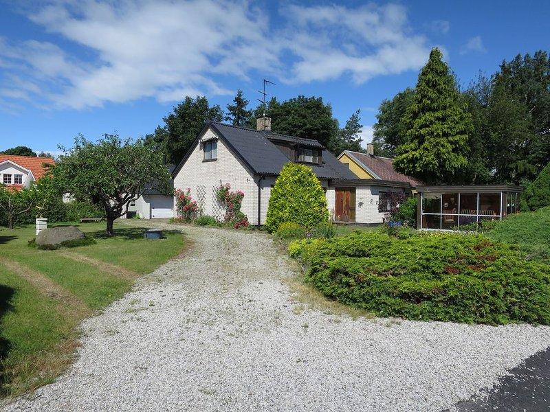 Trivsamt hus på Österlen i Ullstorp, lugnt område i utkanten av Tomelilla., holiday rental in Loderup