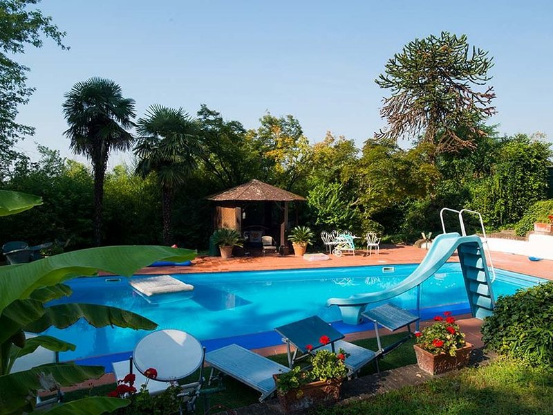BENVENUTI A VILLA SOLARIA: piscina, tennis e golf alle porte del monferrato, holiday rental in Province of Alessandria
