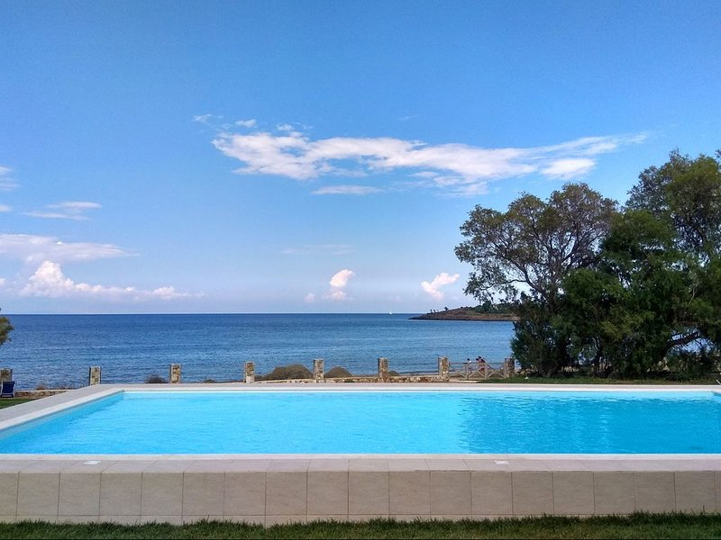A Real Seaside Family Villa!!!, vacation rental in Keratea