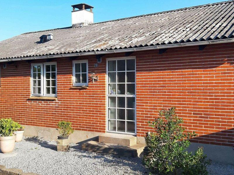 Alluring Holiday Home in Ålbæk with Terrace, alquiler vacacional en Kandestederne